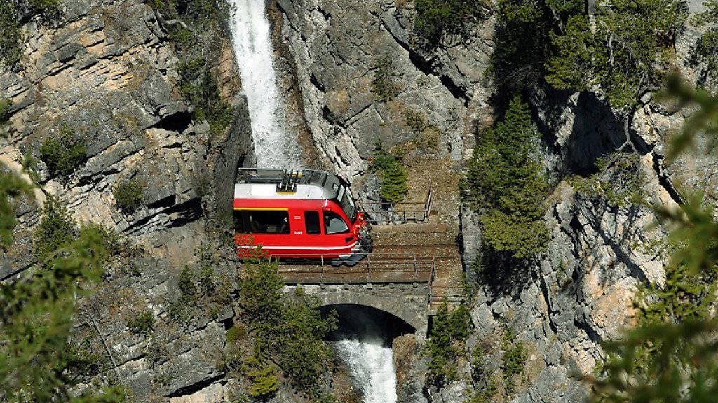 Wegen grosser Wassermassen waren mehrere Streckenabschnitte der Rhaetischen Bahn am Sonntagabend gesperrt. (Symbolbild)