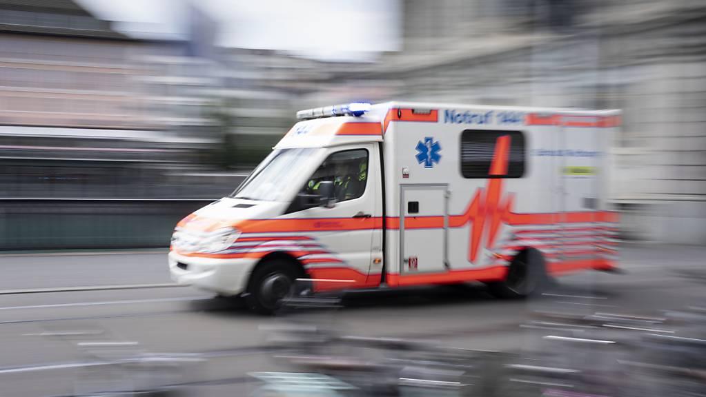 Bei einer Auseinandersetzung zwischen mehreren Personen wurde am Samstag in Amriswil ein Mann mit einer Stichwaffe verletzt. Drei Personen wurden festgenommen. (Symbolbild)