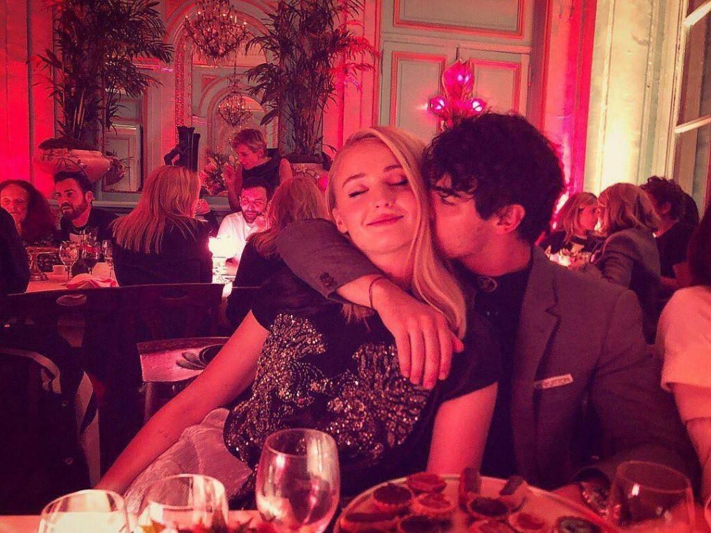 Sophie Turner und Joe Jonas (© instagram/sophiet)
