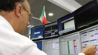 Händler in Mailand: Italien erhebt neue Börsen-Steuer (Archiv)