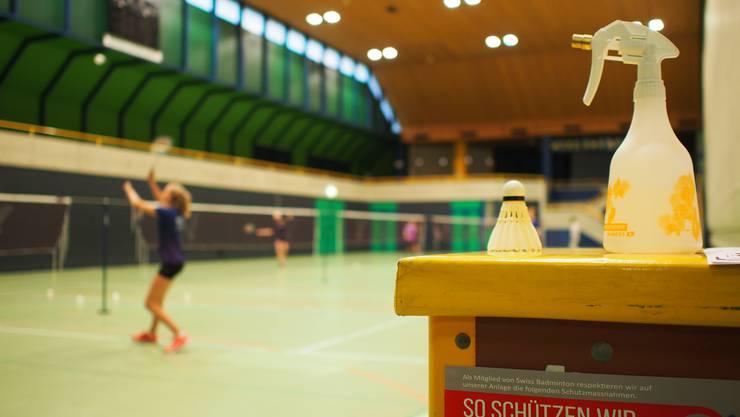 Der Badminton Club beim ersten Training in der Stadthalle.