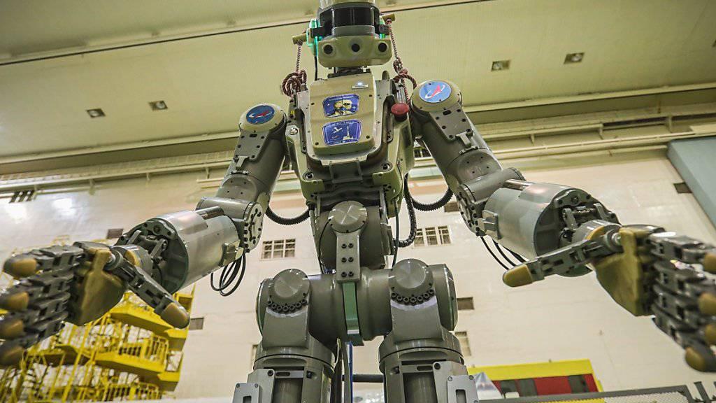 Der 1,80 Meter grosse und 160 Kilogramm schwere Roboter Fedor ahmt Bewegungen nach und lernt auf diese Weise menschliche Handlungsabläufe.