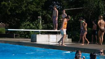 In der Badi Dietwil hatte ein Nichtschwimmer grosses Glück, weil ein junger Badi-Besucher viel Mut bewies.