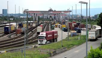 Der Grenz-Terminal für Container sorgt mit seinen Privilegien für eine Benachteiligung der Schweizer Lastwagen-Transporteure.