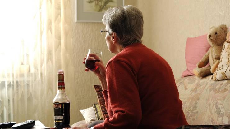Menschen im Rentenalter trinken häufiger Alkohol als junge – wobei Männer mehr trinken als Frauen. (Symbolbild)