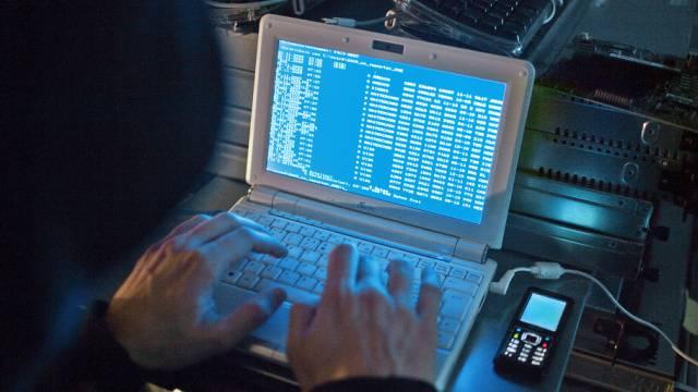 Ein in der Schweiz gesuchter Hacker konnte in Thailand festgenommen werden (Symbolbild)