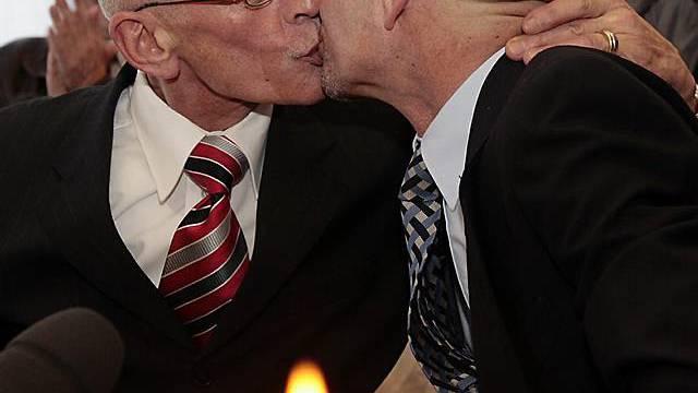 Homosexuelle besiegeln ihre Ehe (Archiv)