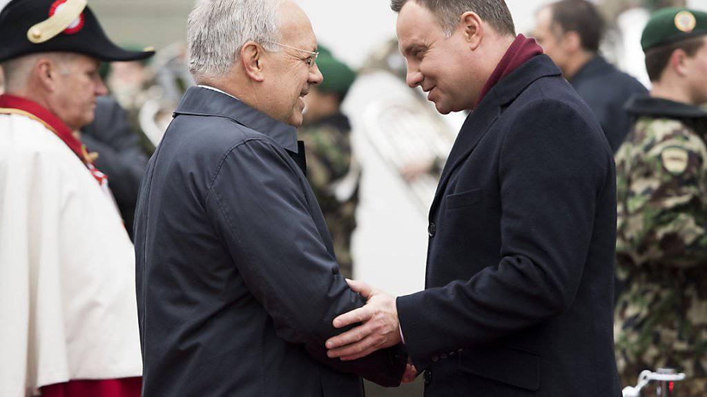 Bundespräsident Schneider-Ammann begrüsst den polnischen Präsidenten Duda im Landgut Lohn in Kehrsatz BE.