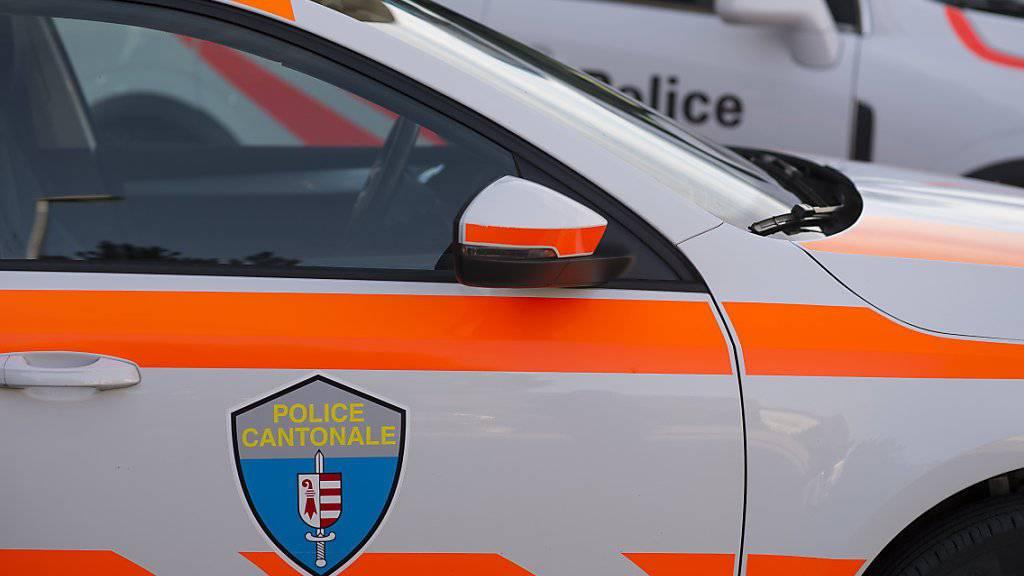 Nach einer anonymen Bombendrohung hat die Polizei im jurassischen Hauptort Delsberg aus Sicherheitsgründen öffentliche Gaststätten evakuiert und das betroffene Gebiet abgesperrt.  (Archivbild)
