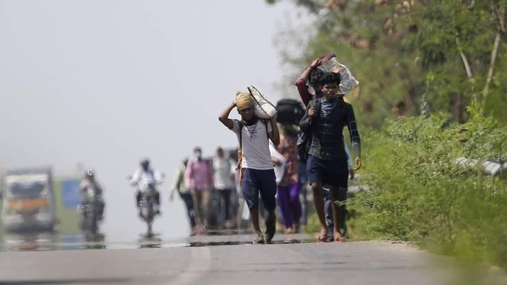 Sie trifft der Lockdown besonders hart: Wanderarbeiter in Indien. Insgesamt sind 1,3 Milliarden Menschen von den Massnahmen betroffen.