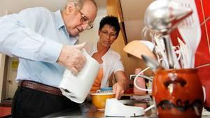 """Unsere erfahrenen Pflegehelferinnen SRK übernehmen""""Ich will nicht ins Altersheim""""  bei Ihnen zu Hause die Bereuung und Alltagsgestalltung."""