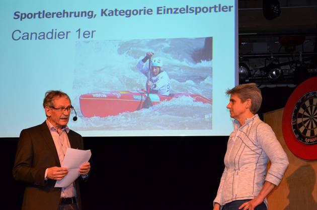 Die besten Sportlerinnen und Sportler wurden im Salzhaus Brugg in einer abwechslungsreichen Feier gewürdigt und ausgezeichnet;Kanutin Sabine Eichenberger wird zu ihrer 30-jährigen Spitzensportkarriere befragt.