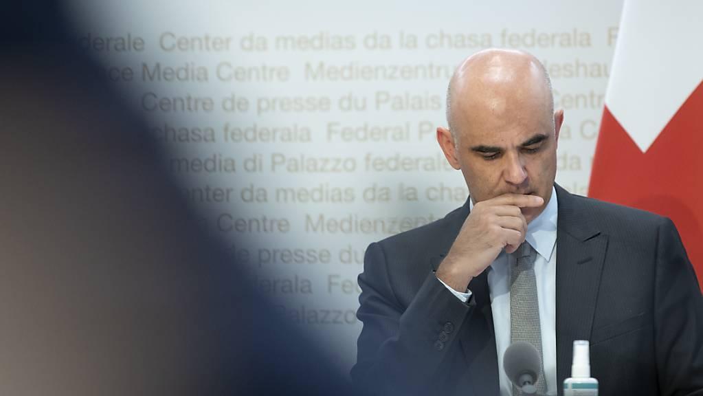 Bundesrat Alain Berset wollte sich am Freitag nicht mehr zu Vorwürfen in der «Weltwoche» rund um eine versuchte Erpressung gegen ihn äussern. (Archivbild)
