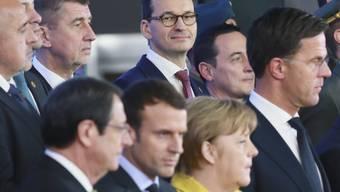 """25 EU-Staats- und Regierungschefs haben am Donnerstag in Brüssel am Rande des EU-Gipfels mit einer Zeremonie den Start der """"Ständigen Strukturierten Zusammenarbeit"""" (Pesco) in Verteidigungsfragen gefeiert."""