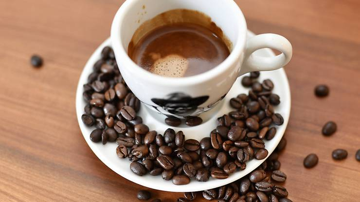 Erstmals ist der durchschnittliche Preis eines Café Crèmes im vergangenen Jahr leicht gesunken (Symbolbild).