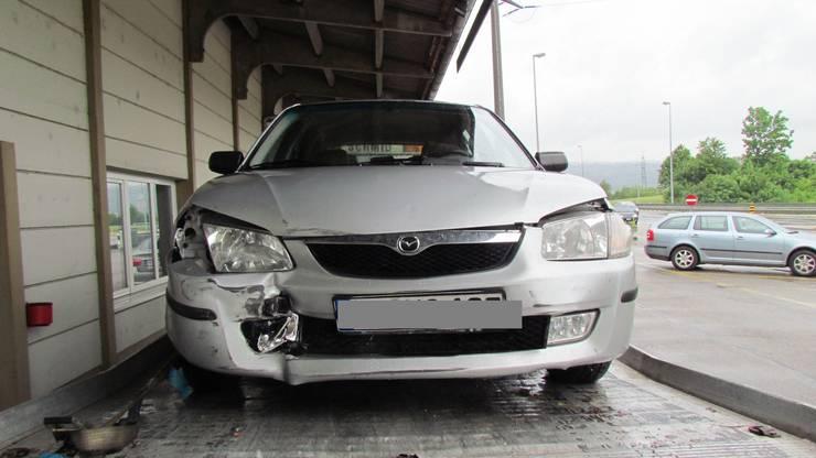 Das beschädigte Auto wurde von der Polizei sichergestellt.