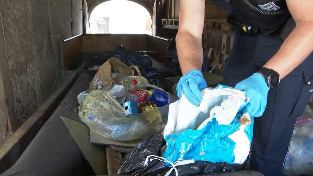 Mülldedektive: In Effingen durchsucht die Polizei illegal entsorgten Abfall