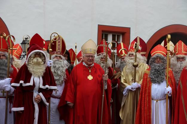 Chlausynode: Der echte Bischof Markus Büchel mit seinen Amtsbrüdern.