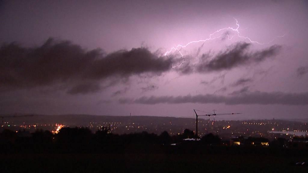 Heftige Gewitter mit vielen Blitzschlägen