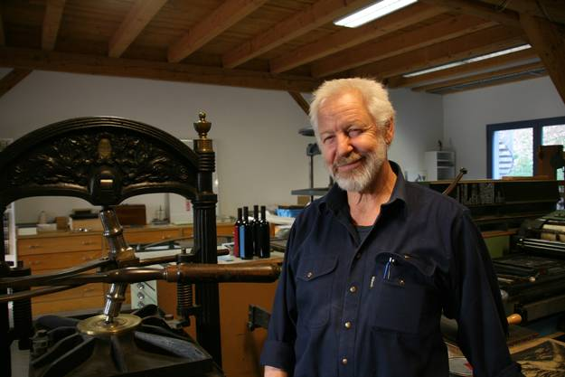 Die Ausstellung der historischen Druckmaschienen im Untergeschoss des Garnhauses sind gleichzeitig Arbeitsstätte von Ruedi Sommerhalder.