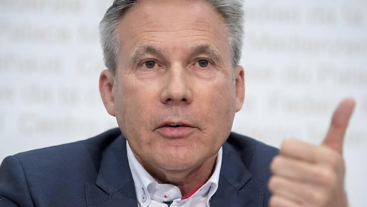 Alles andere als ein Ja zum Geldspielgesetz wäre dumm, sagte der Berner SVP-Nationalrat Adrian Amstutz vor den Medien.