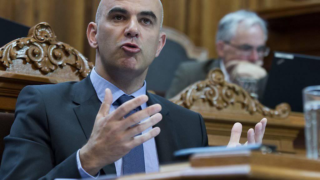 Gesundheitsminister Alain Berset stiess im Ständerat auf wenig Gegenwehr: Die kleine Kammer stimmte einer Verlängerung des Zulassungsstopps für Spezialärzte deutlich zu. (Archiv)