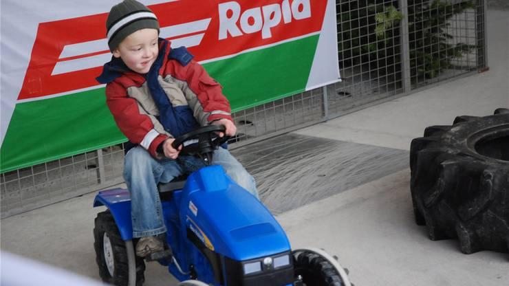 Der Traktorparcours stiess unter den jugen Besuchern auf grosse Begeisterung