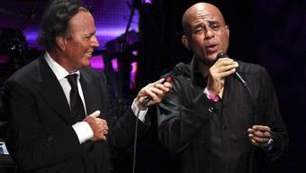 Julio Iglesias (links) und Michel Martelly