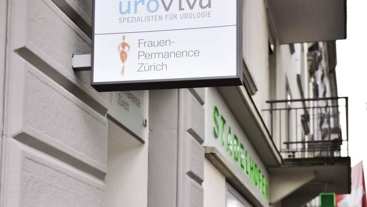 Am 5. Oktober 2015 eröffnet das Spital Zollikerberg vis-à-vis vom Bahnhof Stadelhofen die Frauen-Permanence Zürich.
