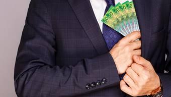 Ein Mann hat bei mehreren Personen um Geld gebeten. (Symbolbild)