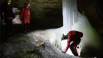 Im Kühlschrank der Bronzezeit: Reportage in der Glacière de Monlési im Jura