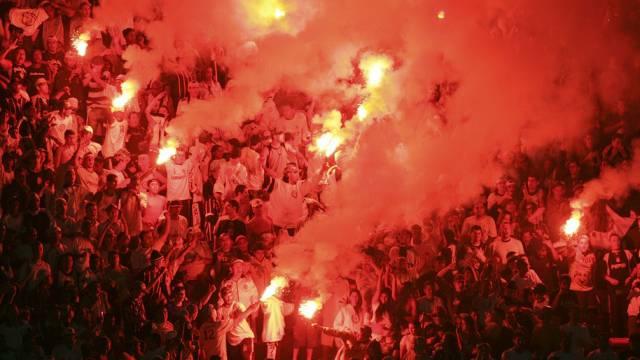Zwischen den Fans von Sao Paulo und Corinthians blieb es nicht beim Abbrennen bengalischer Feuer