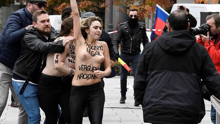 Nackt gegen den Diktator: Femen-Aktivistinnen stören einen Franco-Gedenkmarsch in der spanischen Hauptstadt.