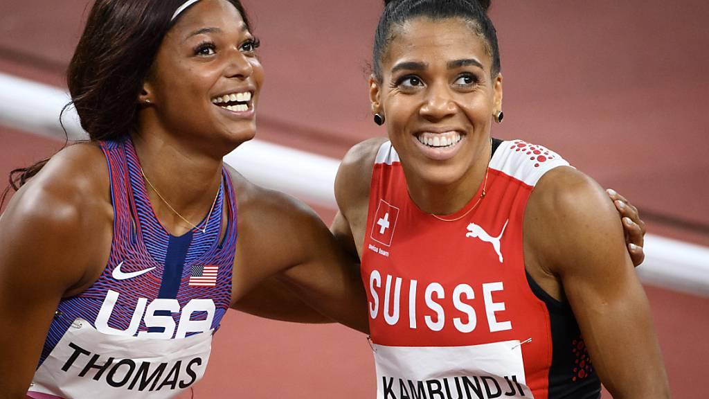 Mujinga Kambundji gratuliert Gabrielle Thomas zu Olympia-Bronze