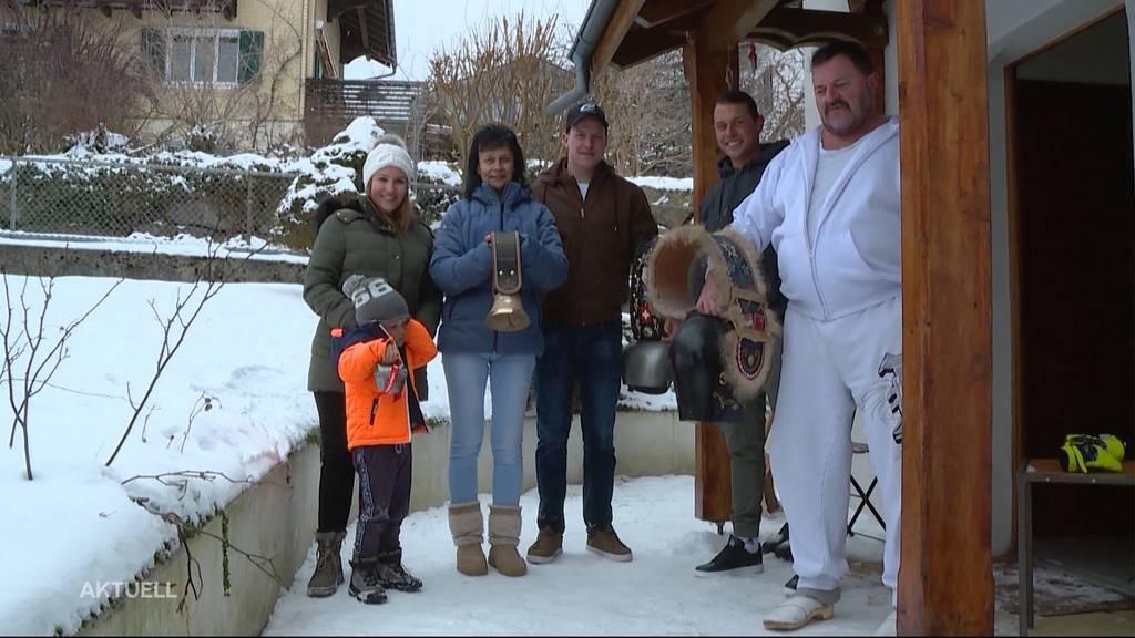 Zuhause statt vor Ort: Corinne Suters Familie fiebert vor dem Fernseher mit