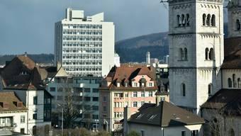 Das Oltner Stadthaus und die St. Martins-Kirche.