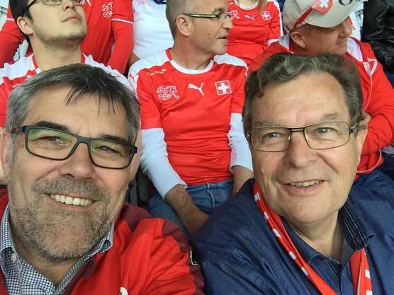 Der Baselbieter SP-Nationalrat Eric «Eisenfuss» Nussbaumer, Captain und beinharter Verteidiger beim FC Nationalrat, sowie sein ehemaliger Zürcher SVP-Ratskollege Toni «Der Bomber» Bortoluzzi, vereint im Stade Piere Mauroy in Lille.