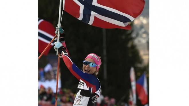 Norwegen jubelt so oft wie keine andere Wintersport-Nation: Langläuferin Therese Johaug nach dem Gewinn der Tour de Ski.  Foto: Keystone