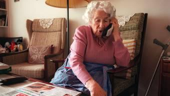Die Betrüger zielen hauptsächlich auf ältere Frauen. (Symbolbild)