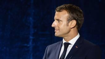 Der französische Präsident Emmanuel Macron nimmt am Dienstag zwei Personen in die Ehrenlegion auf, um sie für ihren Mut während des Anschlags von Strassburg auszuzeichnen.