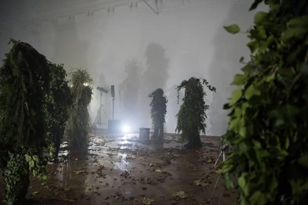 """Der Basler Künstler Johannes Williverwandelt """"Die Unbaggene""""in einen wandelnden Wald."""