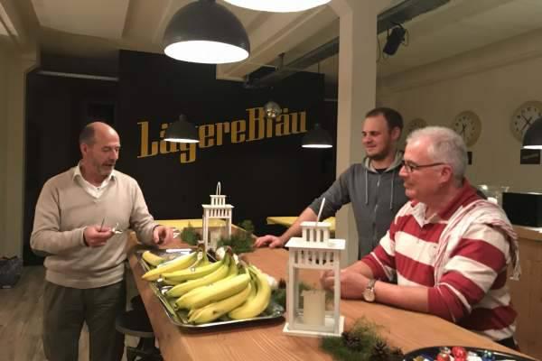 Ausgangslage für die Schoggi-Banane in Alufolie