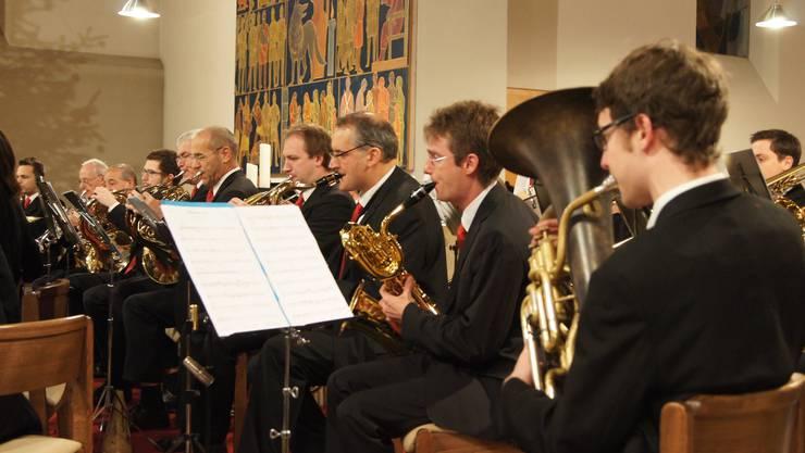 Hörner und Saxofone im Einklang