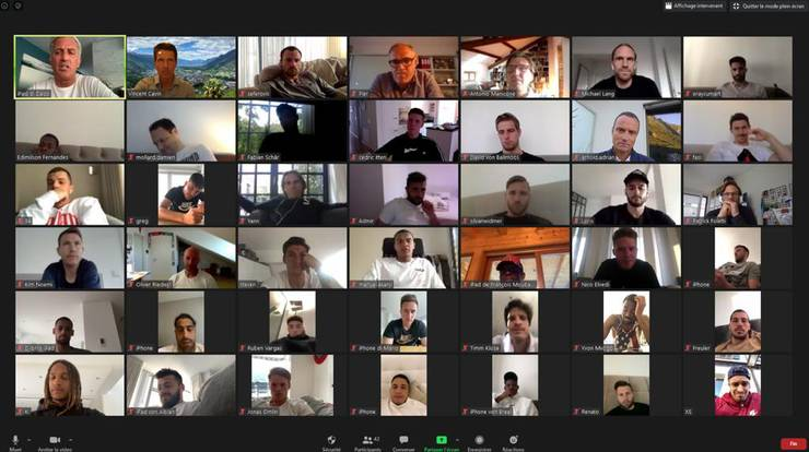 Die Schweizer Nati-Spieler und Trainer Vladimir Petkovic im virtuellen Gespräch.