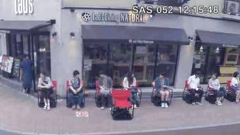 Nie mehr Schlange stehen vor dem Lieblings-Restaurant: In Japan kann man bald sitzend warten.