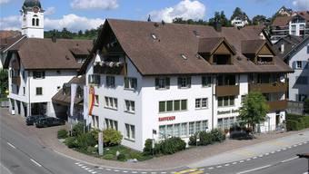 Blick auf den Hauptsitz Oberlunkhofen der Raiffeisenbank Kelleramt-Albis. zvg