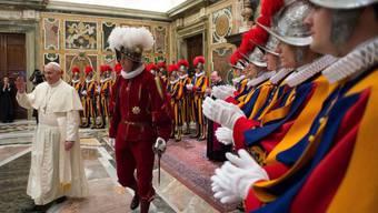 Franziskus und die Schweizergarde während der Audienz vom Montag