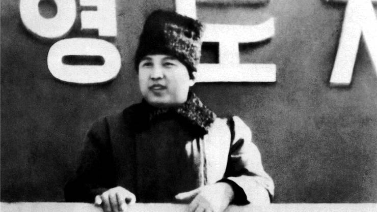 Bis zum Ende des Zweiten Weltkriegs war Korea japanisch besetzt. Die Siegermächte beschlossen auf der Konferenz von Jalta eine Teilung der Halbinsel entlang des 38. Breitengrades. Erster Staatschef Nordkoreas wurde 1948 Kim Il Sung.