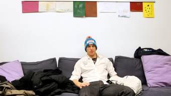 Carlo Janka wartet im Schulhaus Wengen auf seinen Auftritt bei der Medienkonferenz vor den Lauberhornrennen.  Peter Klaunzer/Keystone