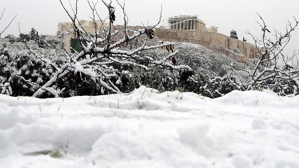 Ein seltener Anblick: Schnee liegt auf dem Parthenontempel auf der Akropolis.